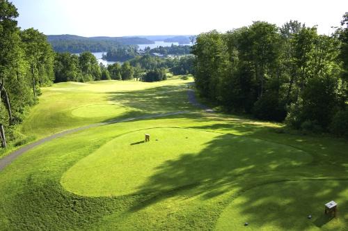 Deerhurst 1st tee Muskoka golf course holes